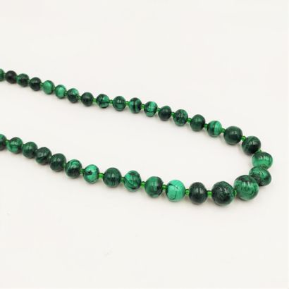 • COLLIER composé d'un rang de perles de...