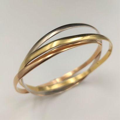 BRACELET trois anneaux, trois ors (750‰)....