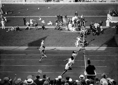 100m - Jeux olympiques 1920 © Collections...