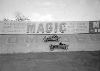 Course de voiturettes au Parc des Princes...
