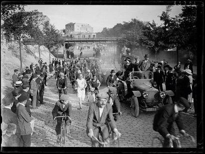 Henri Siret, Tour pédestre de Paris - 1920...