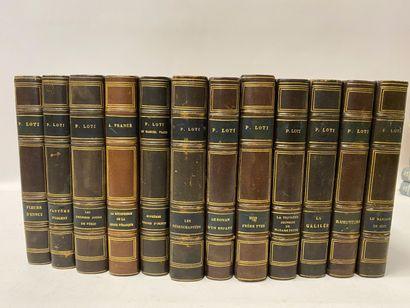 Pierre Loti, 11 volumes reliés, et Anatole France, 9 volumes reliés à l'identique