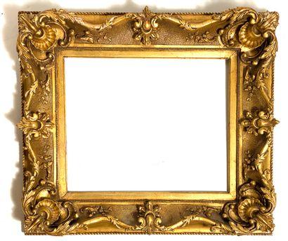 Cadre en bois stuqué doré.  61 x 69 cm (fenêtre...