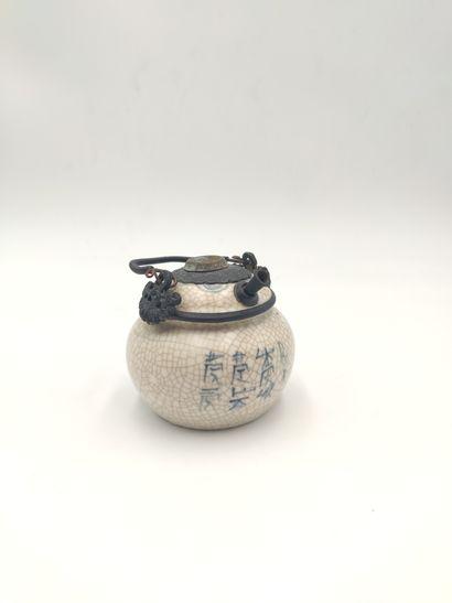 VIETNAMXXème Pipe a eau en céramique craquelée,...