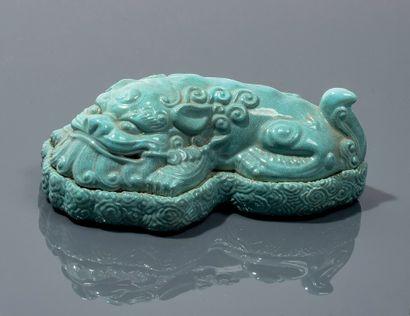 Lion en céramique de couleur bleue sur son...