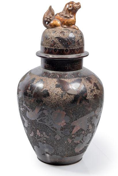 Grande jarre en grès porcelaineux marron...