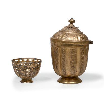 Un sucrier et un zarf en tombak Cuivre doré au mercure - Tombak Turquie, Fin du...