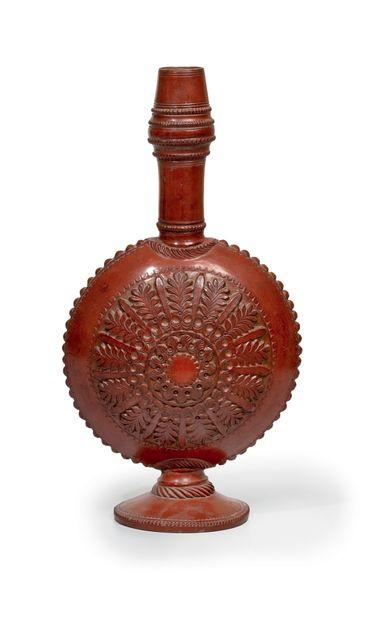 Bouteille Terre rouge dans le style de Tophané Egypte Ottomane, XIXe siècle Hauteur...