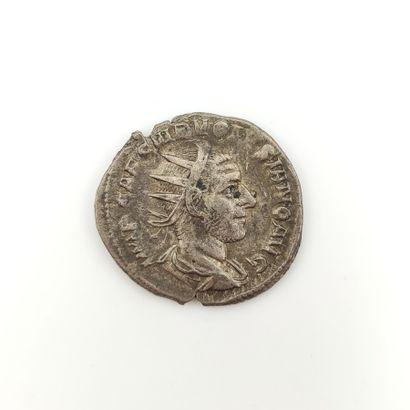 Volusien (251-253). Antoninien au temple...