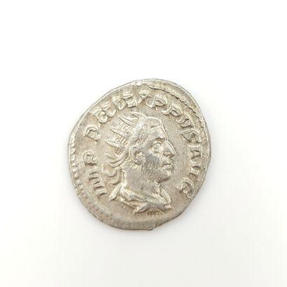Philippe Ier (244-249). Antoninien au temple,...