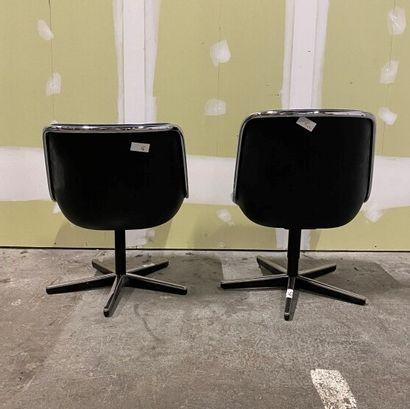 Charles POLLOCK (1930-2013) pour Knoll  Deux chaises Pollock, coques en plastique...