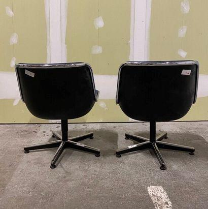 Charles POLLOCK (1930-2013)  Deux chaises Pollock, coques en plastique moulé noir,...