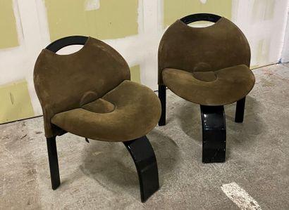 Giovanni OFFREDI SAPORITI Editeur  Paire de chaises en bois courbé noirci et garni...