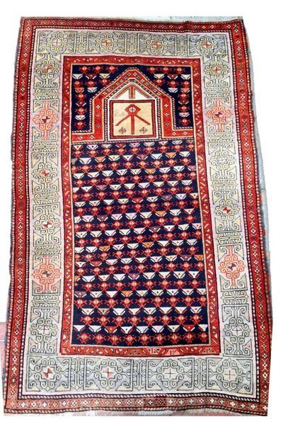 Important tapis Chirvan du Daghestan à motifs...