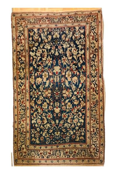 Tapis Iranien Naïn en laine et soie à décor...