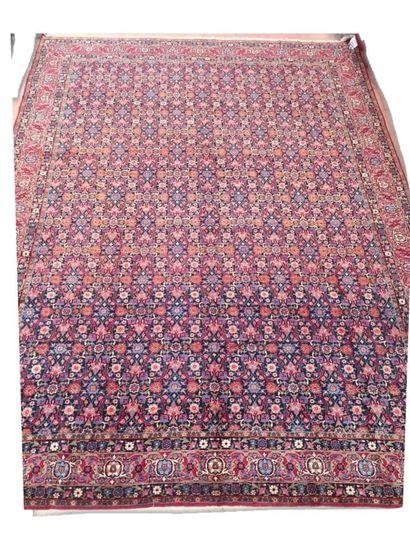 Important tapis Kashan en laine kurk à motif...