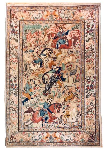 Tapis Iranien Ispahan à décor de cavaliers...