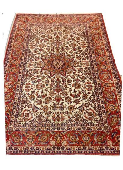Important tapis Iranien Ispahan en laine...