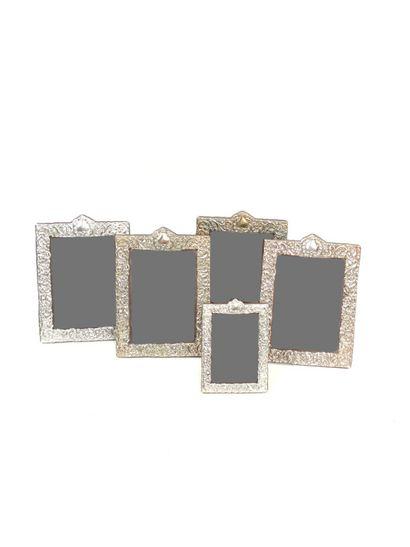 Série de quatre cadres porte-photos en métal...