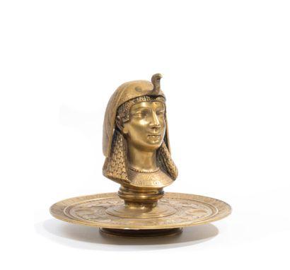 Encrier «tête d'égyptienne» en bronze doré....