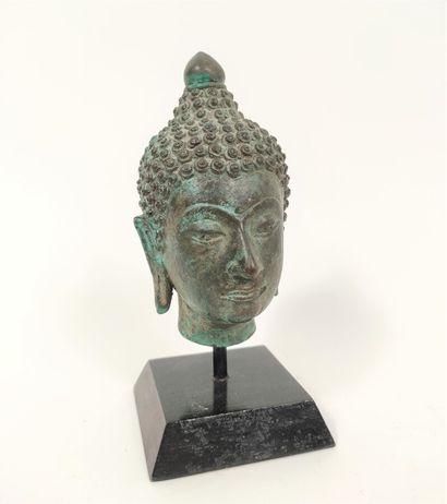 Tête en bronze de bouddha dans le style Sukhothai,...