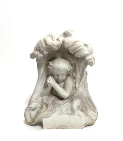 Enfant en prière dans une nuée.  Biscuit...