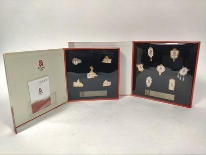 Ensemble de deux boîtes comprenant les Pin's...