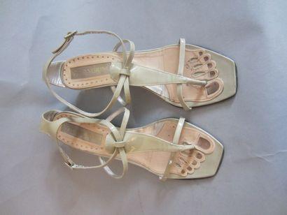 C. MALADRINO. Paire de sandales à semelles...