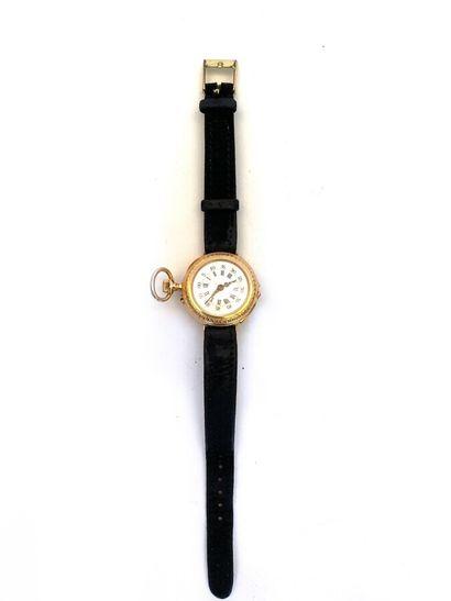 Montre de col en or jaune transformée en montre bracelet ; or jaune ; poids brut...