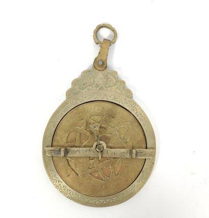 Astrolabe en bronze gravé  D:11.5cm