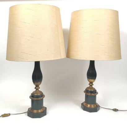 Paire de lampes de forme balustre à cannelures...