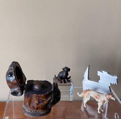 Ensemble comprenant : encrier bull dog en bois, lévrier en bronze, chiot assis en...