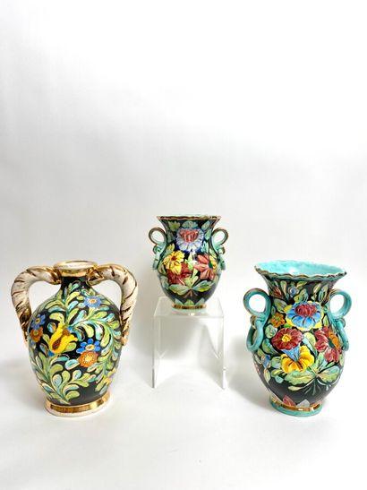 MONACO. Vase à anses torsadées à décor floral...
