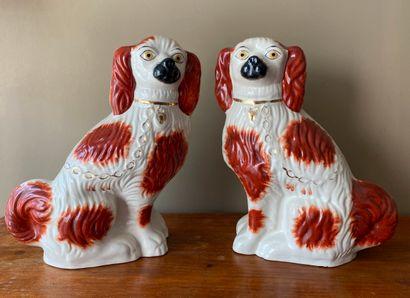 Paire de chiens en céramique anglaise