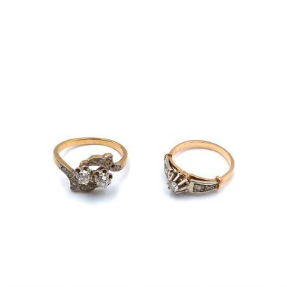 Lot de deux bagues en or jaune (750) :  -Une toi et moi en or serti de deux petits...