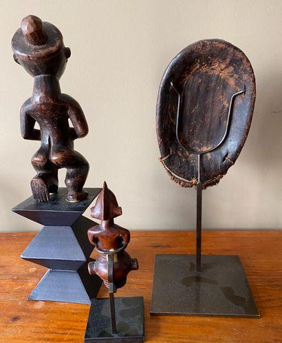 Art africain.Ensemble comprenant un masque( 18 cm), un embout anthropomorphe Senoufo(11...