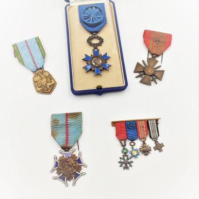 Médaille de l'ordre National du Mérite «1963»,...