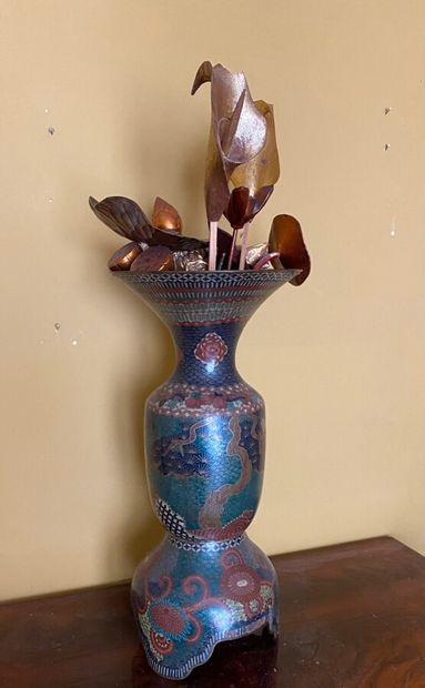 Vase cloisonné Japon, XXème. Hauteur : 48...