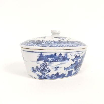 Beurrier couvert en porcelaine à décor en...