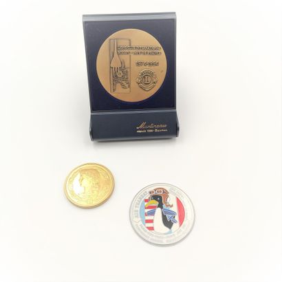 Médaille émaillée de Pilote Air Transat commémorant...