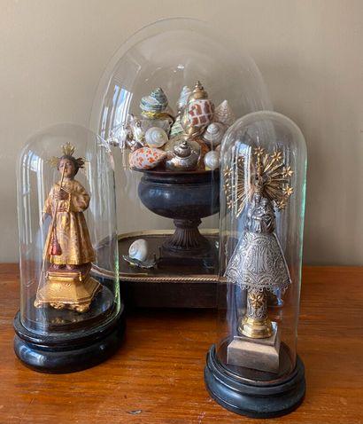 Ensemble de 3 globes contenant coupe avec...