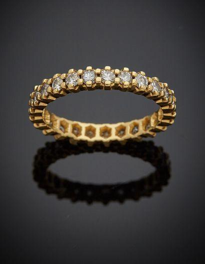ALLIANCE en or jaune (750) serti de 25 diamants...