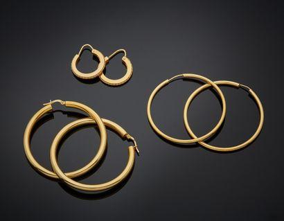 Trois paires de BOUCLES d'OREILLES