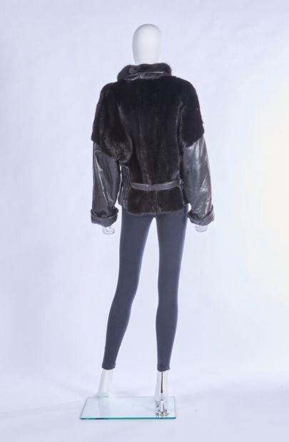 A L'HERMINE ROYAL X PATRICE ALIN D'ESTY - 1980s  VESTE en vison dark et cuir noir,...