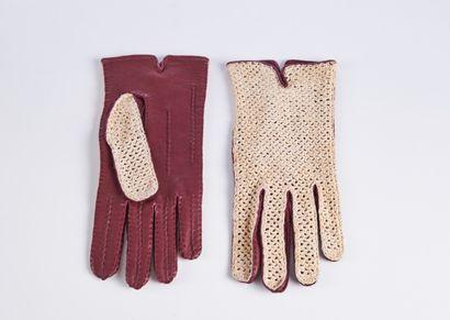ANONYME  DEUX PAIRES DE GANTS en cuir et tricot ivoire (T7)  (petites salissures...