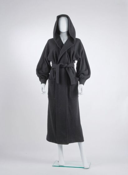 ISSEY MIYAKE - Automne-hiver 1975  MANTEAU...
