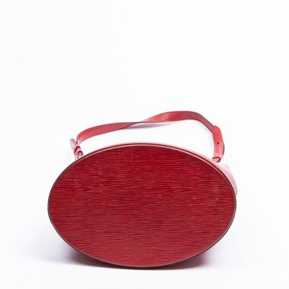 """LOUIS VUITTON  1995  Sac """"Cluny""""  """"Cluny"""" bag    Cuir Epi rouge  Red Epi leather..."""