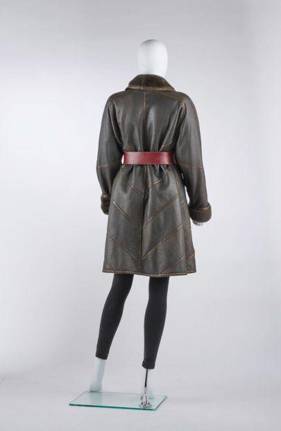 AALLARD DE MEGÈVE  Coat in ebony wool skin and khaki leather (approx. TM)  (patina...