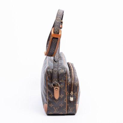 "LOUIS VUITTON  1991  Sac ""Nile""  ""Nile"" bag    Toile Monogram, cuir naturel  Monogram..."