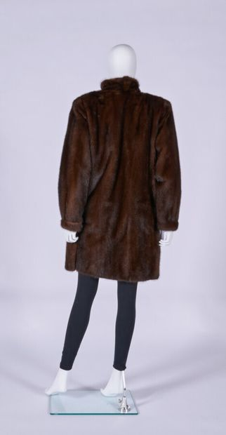 ANONYMOUS  7/8 mink coat, gilded metal buttons, side slits (approx. TM)